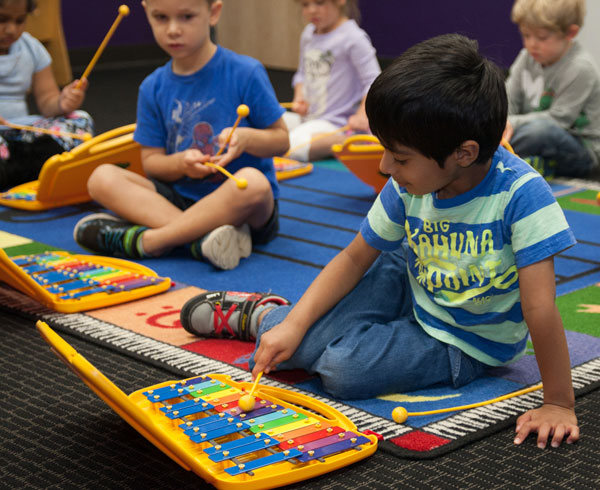 pre k student in music class